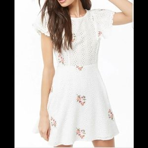 🌸White floral embroidered dress